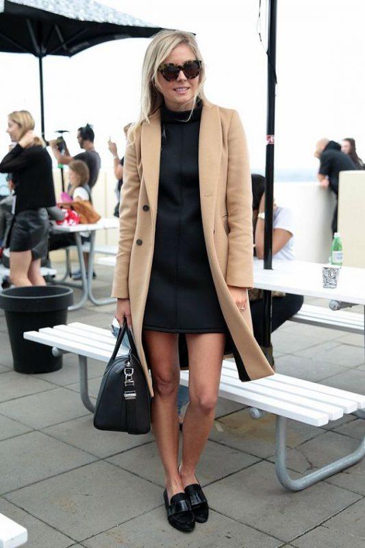Outfits de mujer con mocasines y vestido formal con tapado