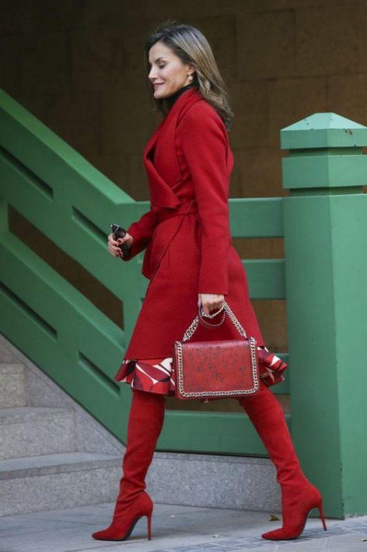 Outfits formal con bucaneras rojas
