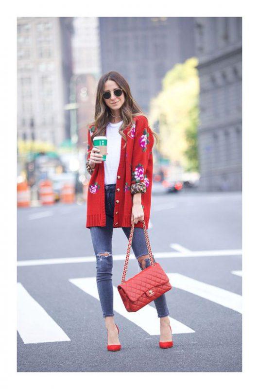 Zapatos rojos con cartera y saco rojo