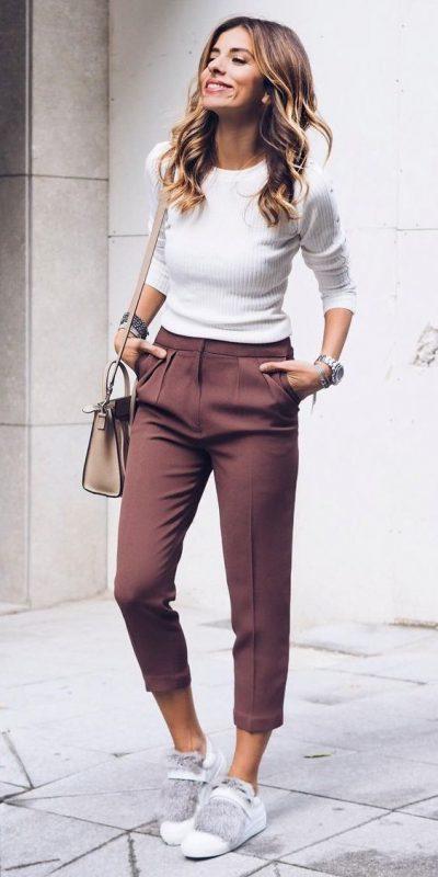 look comodo y elegante para ir a la oficina en zapatillas