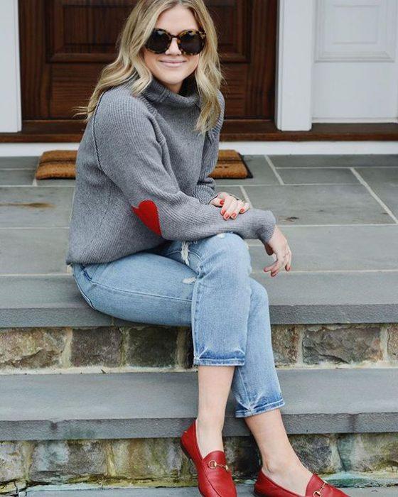 look con mocasines rojos para mujer