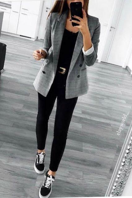 look formal casual con zapatillas negras