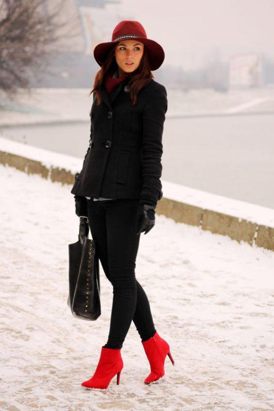 look negro con botas rojas
