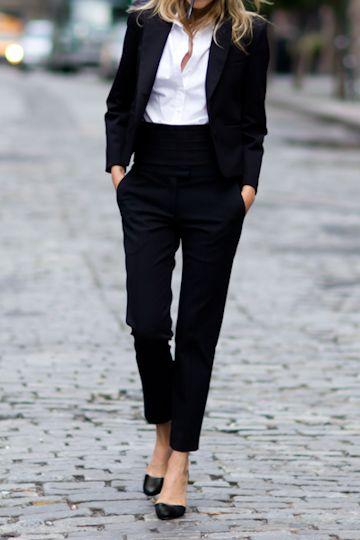 look oficina con zapatos negros