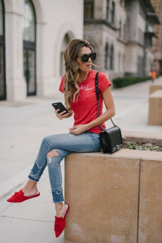 outfit con zapatos planos rojos