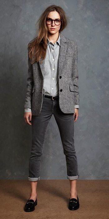 outfit informal para ir a trabajar con mocasines para muejr