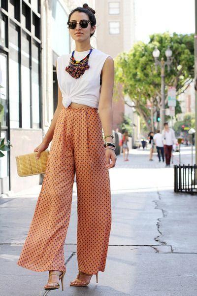 outfits con pantalones palazzos y sandalias altas