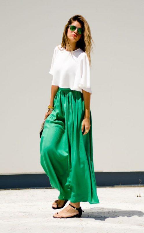 outfits con pantalones palazzos y sandalias chatitas