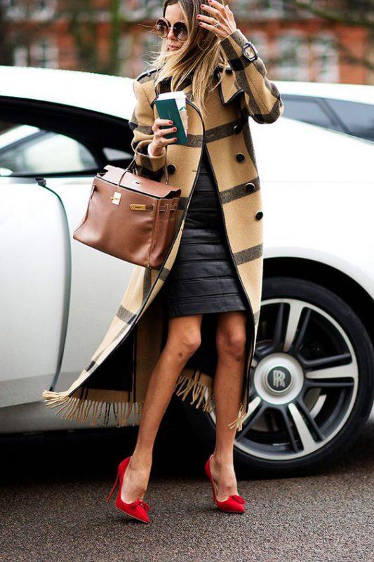 outfits con stilettos rojo moderno