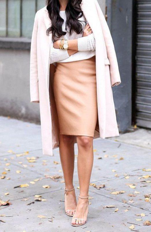 outfits en tonos claros con zapatos beige