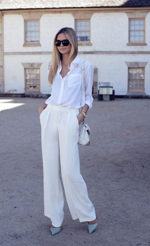 pantalon palazzo blanco con stilettos celeste