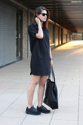 remeron con zapatillas negras