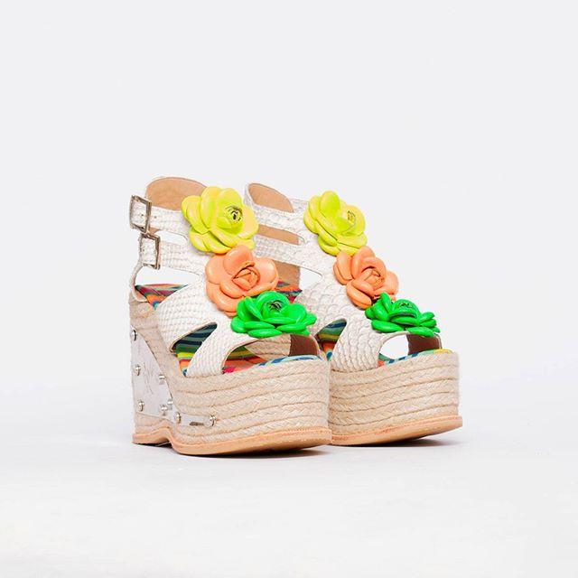 sandalias con plataformas de yute verano 2021 Luciano Marra