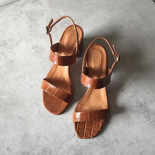 sandalias marrones taco medio verano 2021 Heiko