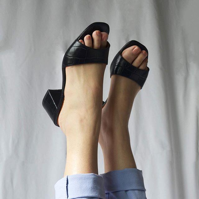 sandalias negras taco medio verano 2021 Heiko