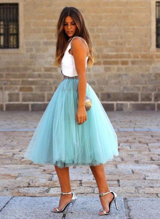 sandalias plateadas de fiesta con falda de tul aqua