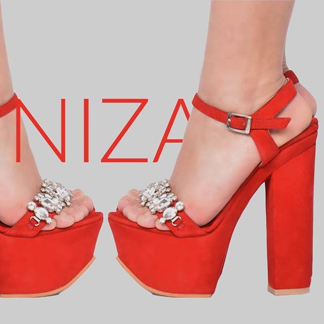 sandalias rojas con plataforma verano 2021 Luciano Marra