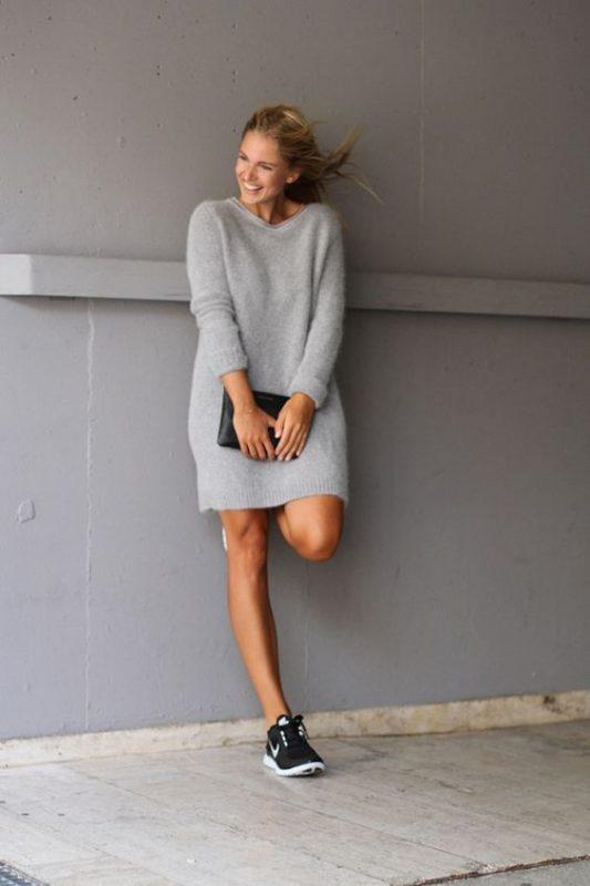 vestido tejido de punto con zapatillas negra