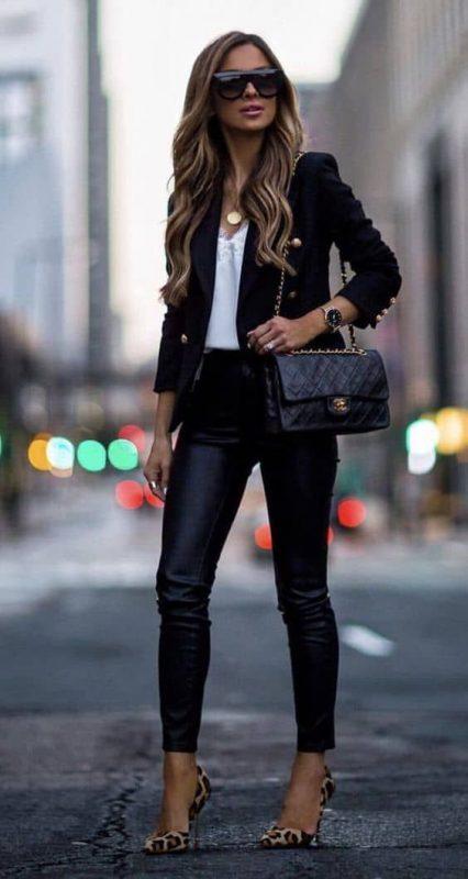 zapatos animal print leopardo con pantalon cuero negro