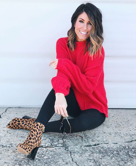 zapatos animal print leopardo con sweater rojo