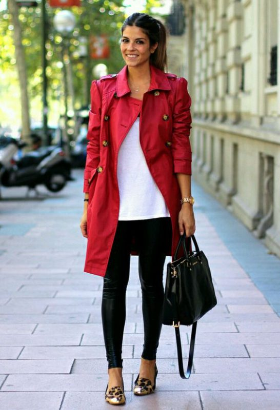 zapatos animal print leopardo con trench rojo