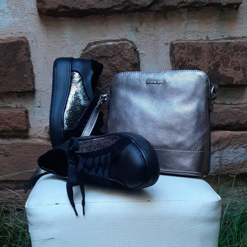 Chiarini zapatillas y carteras negra y plateada invierno 2021