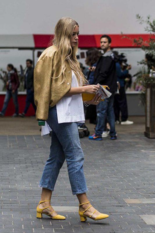jeans boyfriends con zapatos mostaza amarillos