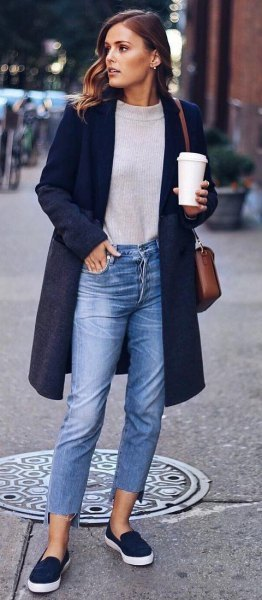 look casual con zapatos azul oscuro