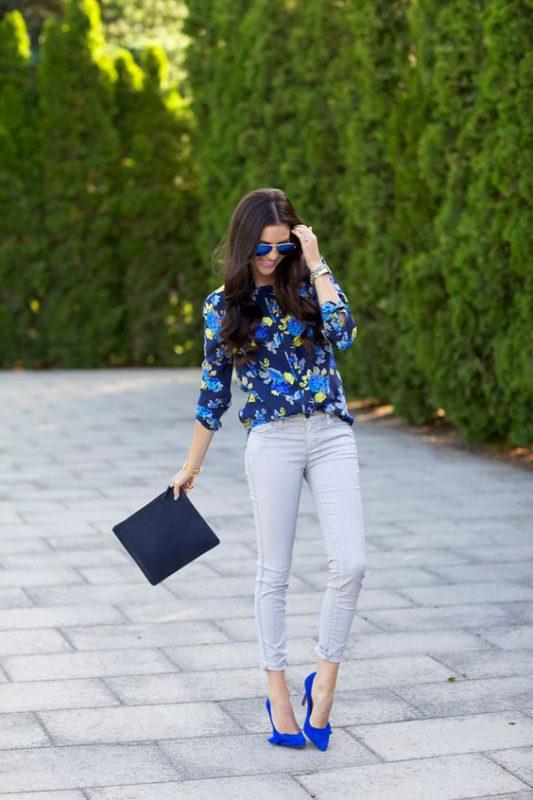 outfits casuales con zapatos azules real o electrico