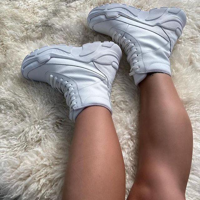 Zapatillas botitas blancas deportivas invierno 2021 Malena Bs As
