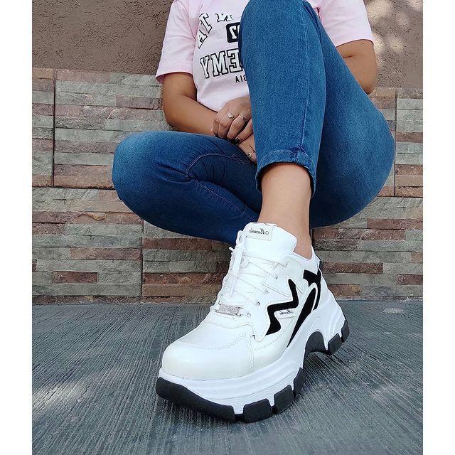 zapatillas blancas con base alta invierno 2021 Calzados Micaela