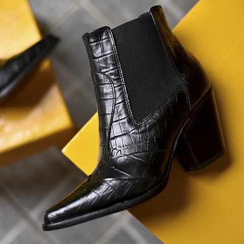 bota negra croco cuero invierno 2021 Tosone