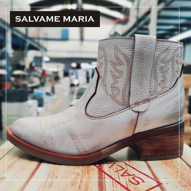 botas blancas desgastadas invierno 2021 Salvame maria