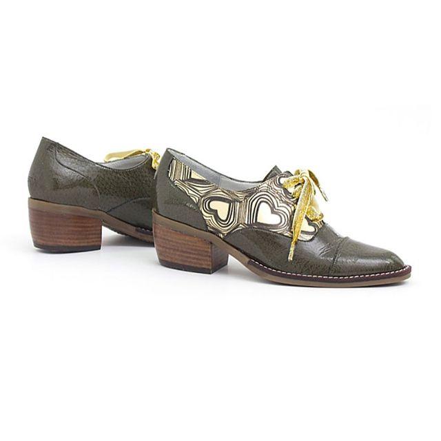 zapatos abotinados marrones estampados invierno 2021 Luz Principe