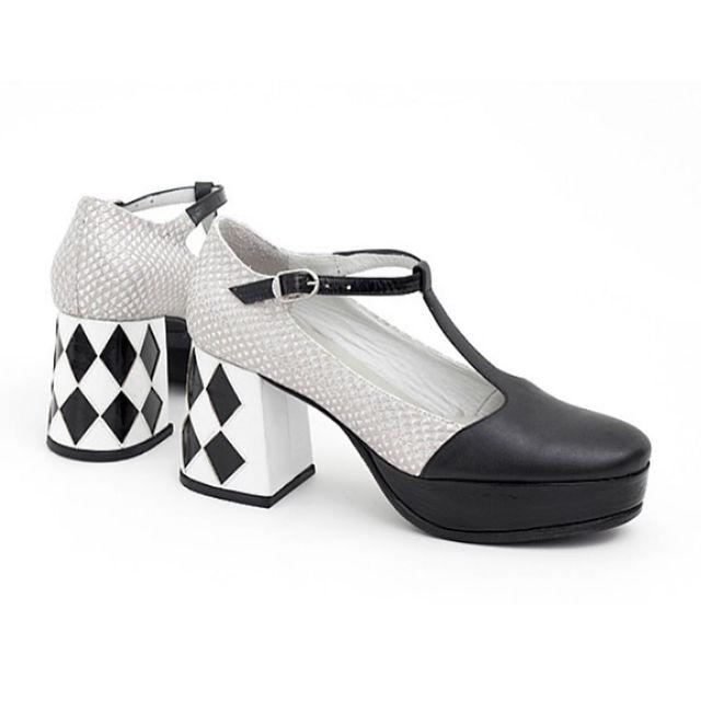 zapatos en blanco y negro invierno 2021 Luz Principe