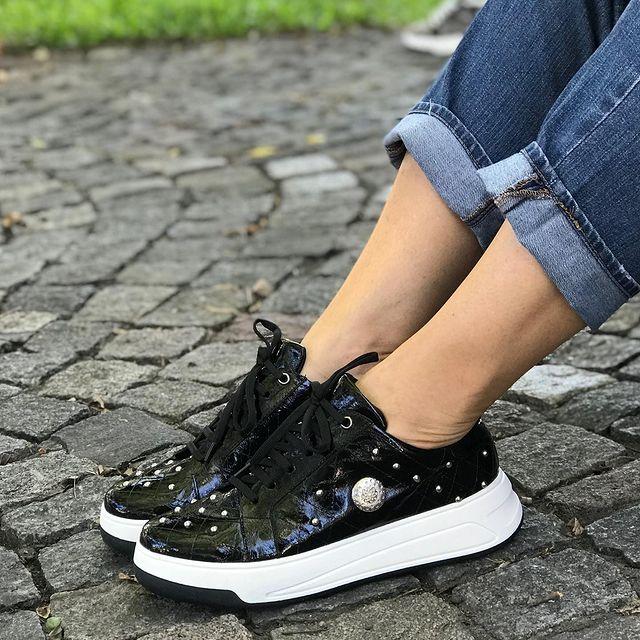 zapatillas negras invierno 2021 Andrea Bo