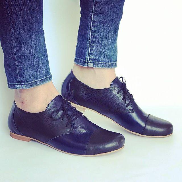 zapatos abotinados azules invierno 2021 Andrea Bo