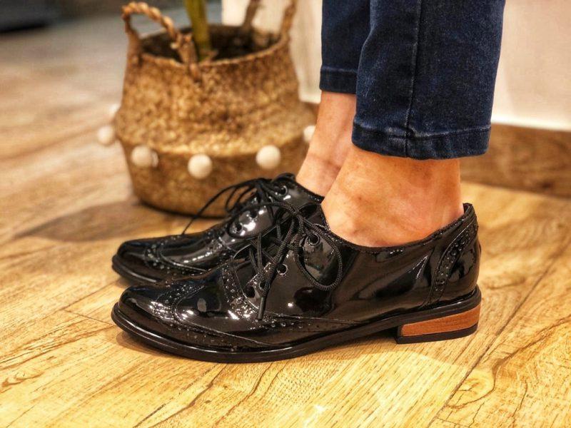 zapatos abotinados de charol invierno 2021 NEXT FASHION