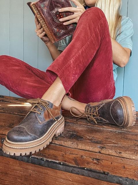 zapatos abotinados de cuero para mujer invierno 2021 Las motas