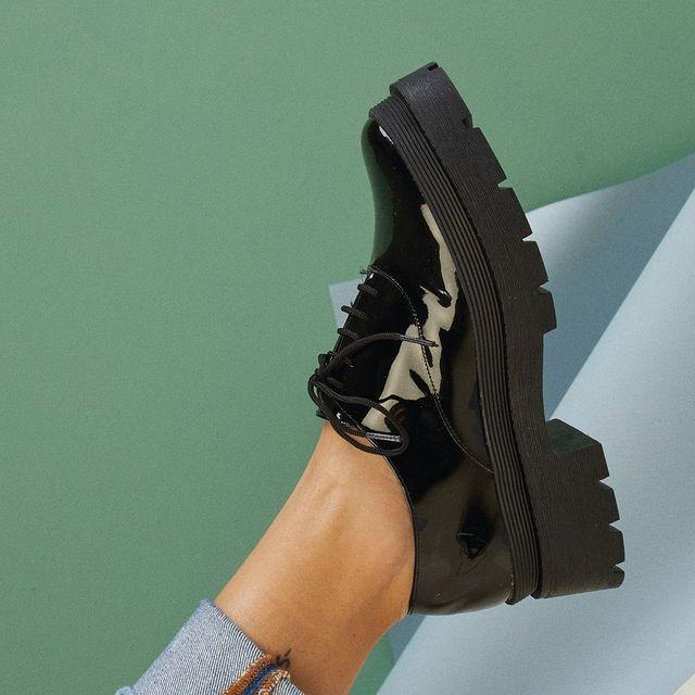 zapatos charol abotinado invierno 2021 Sibyl Vane