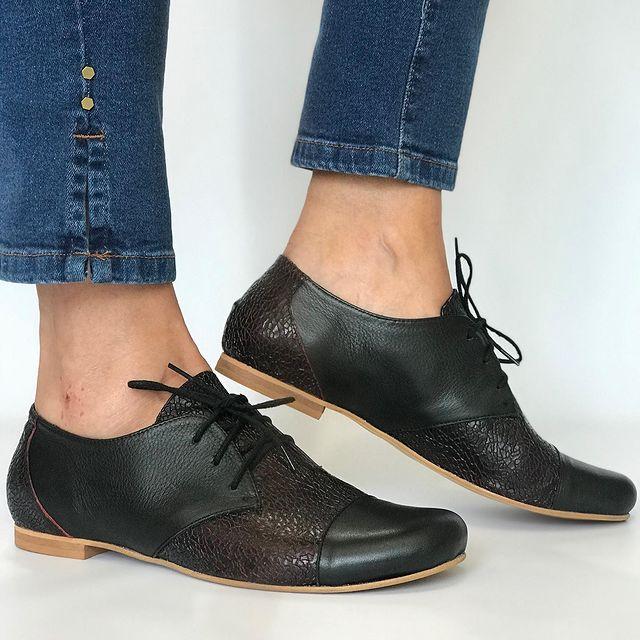 zapatos negros abotinados invierno 2021 Andrea Bo