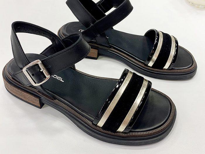 sandalia negra y dorada verano 2022 Calzados Micadel