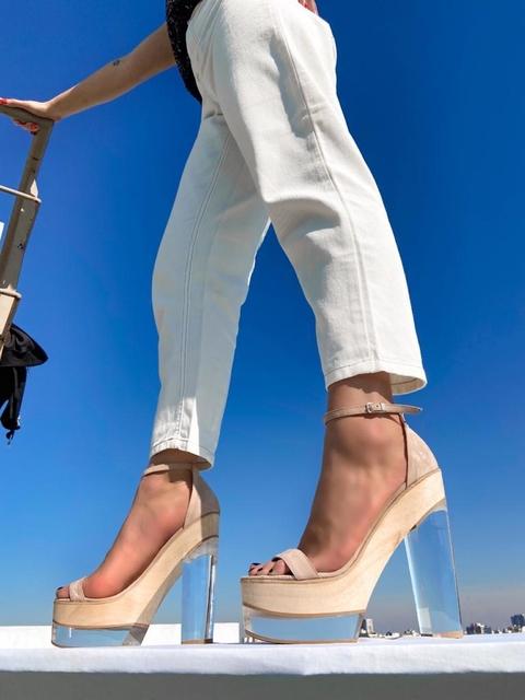sandalias altas con taco transparente verano 2022 Lucia Diaz