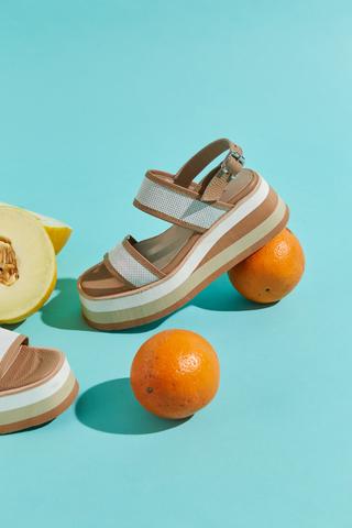 sandalias blancas y marrones verano 2022 Calzados Traza