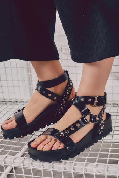 sandalias planas negras verano 2022 Justa Osadia