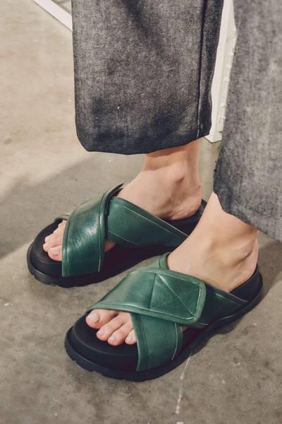 sandalias planas verdes verano 2022 Justa Osadia