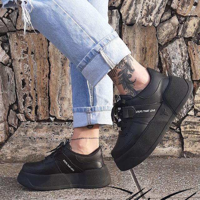 zapatilla negra verano 2022 Calzado Micaela