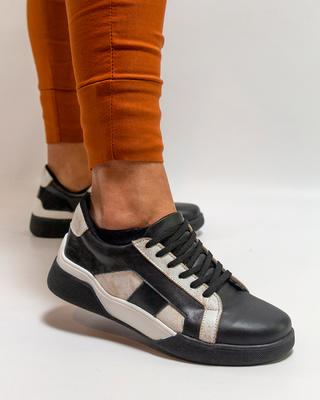 zapatillas negra y beige primavera verano 2022 Bettona