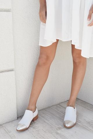 zapatos blancos con punta plateada verano 2022 LOVIU SHOES