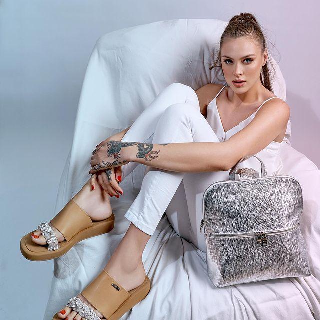 The Bag Belt sandalia y mochila plateada verano 2022